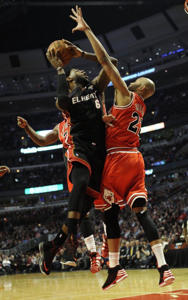 Taj Gibson wearing adidas Rose 773