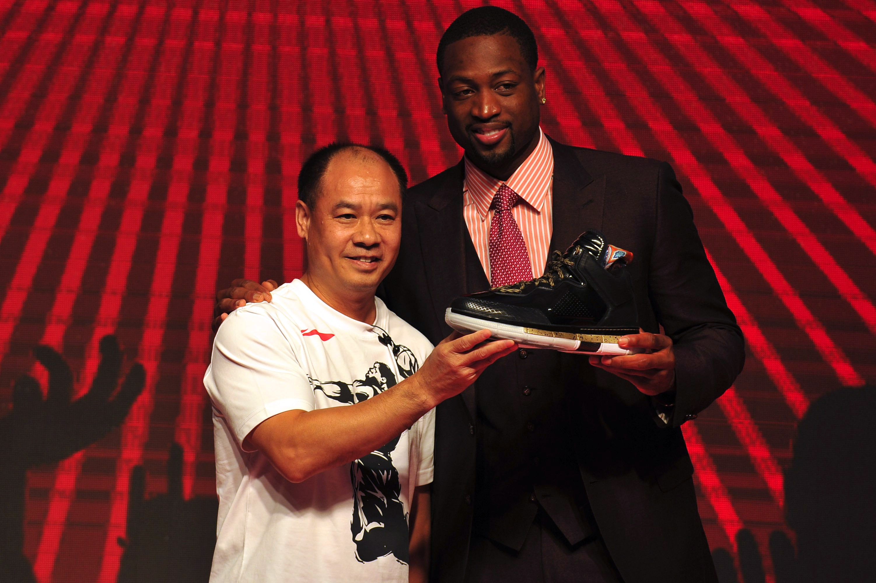 Dwyane Wade Signs Li-Ning Contract