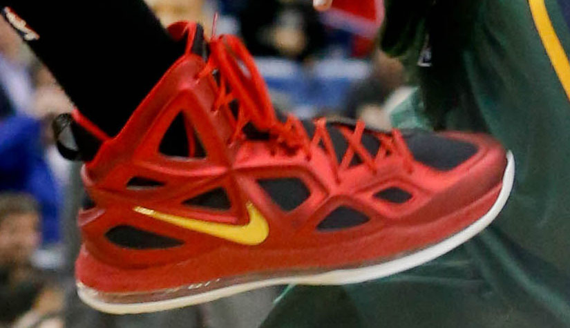 Anthony Davis Wears Alternate Red Nike Air Max Hyperposite 2 PE (4)
