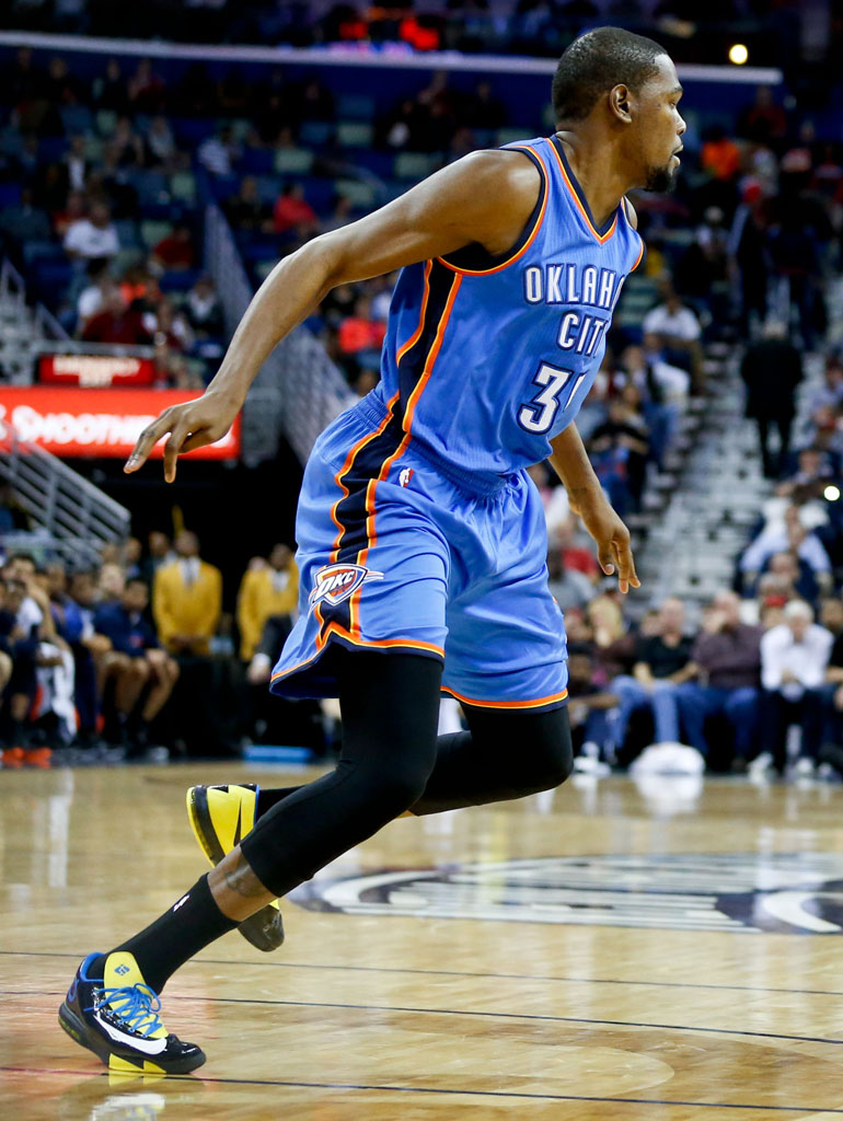 6cf2b1bc8800 SoleWatch  Kevin Durant Is Back on the Court in the Nike KD 6