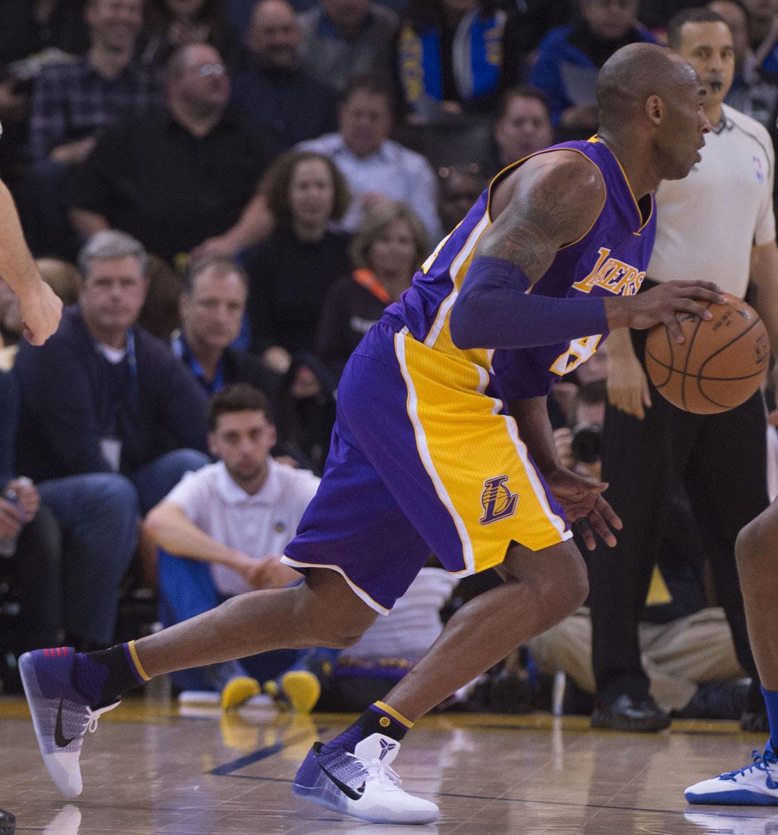 Kobe Bryant Wears \u0026#39;Lakers Home\u0026#39; Nike Kobe 11 (1)
