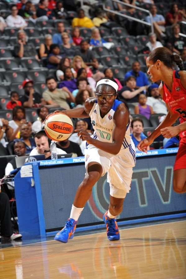Essence Carson wearing the Nike Zoom Hyperfuse 2011