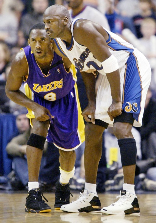 Kobe Bryant wearing Air Jordan 7 Lakers 'Away' PE