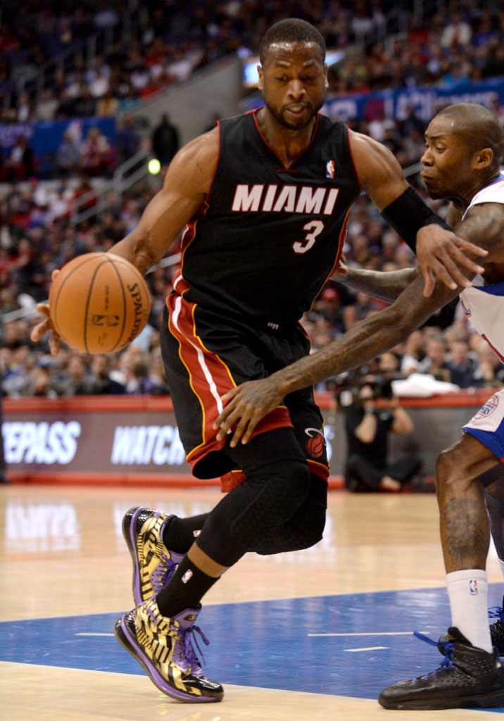 Dwyane Wade wearing Li-Ning Way of Wade 2 Black/Gold-Purple PE