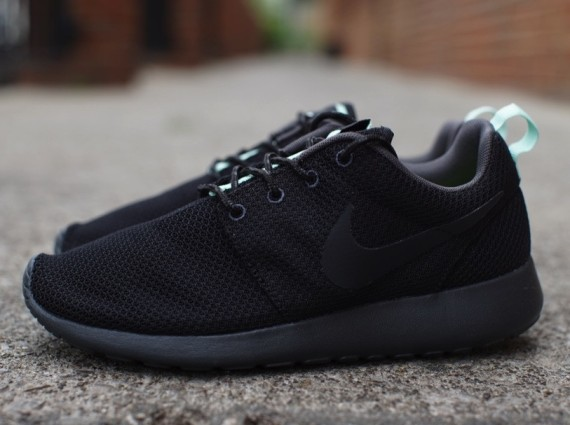 newest af672 c4cd0 Nike WMNS Roshe Run - Black/Arctic Green | Sole Collector