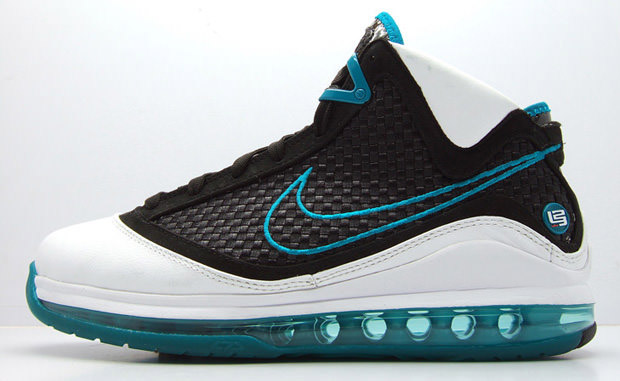 f899c590fb37 Model  Air Max LeBron VII Colorway  Red Carpet What s So Good   The 7 is  remembered as being the first shoe in the LeBron line to have Flywire