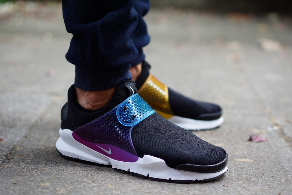 e56b9a99ff64 See How the  Be True  Nike Sock Darts Look On-feet