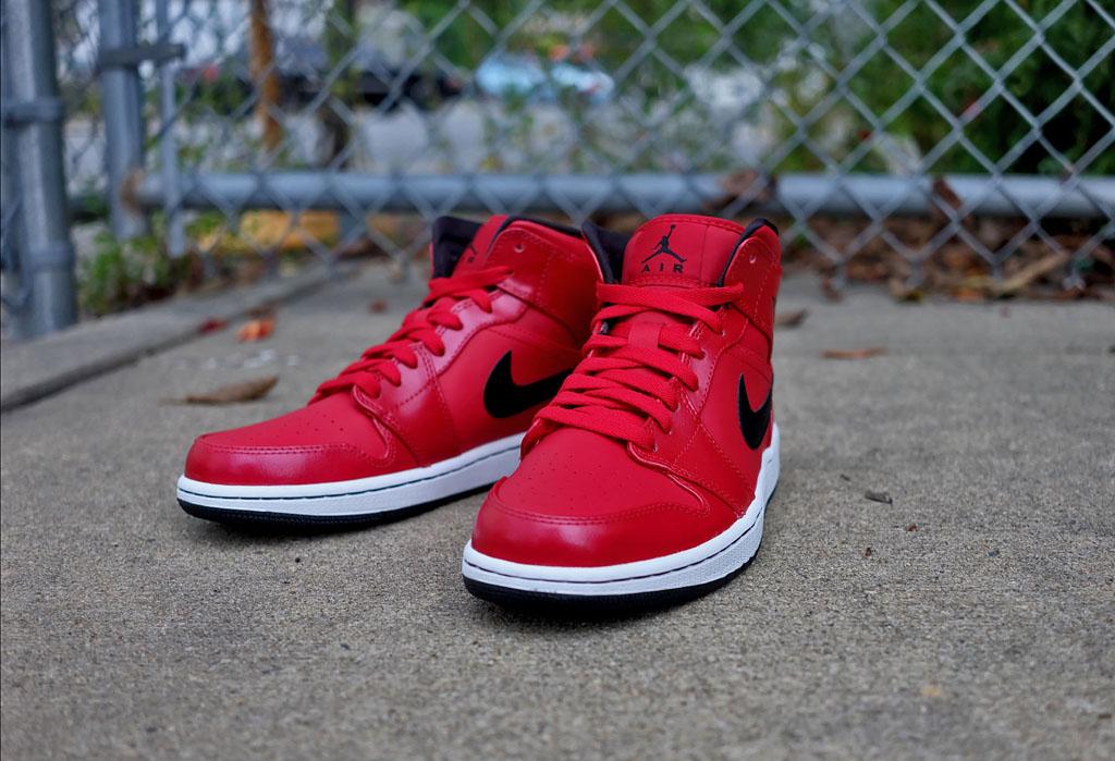 Air Jordan 1 Retro Mid 'Gym Red'   Sole