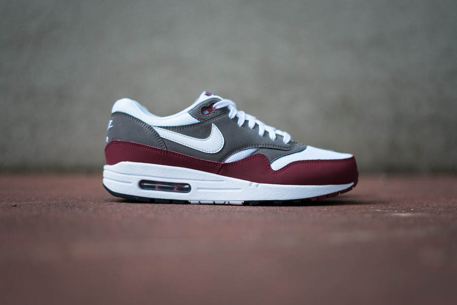 Generalmente hablando repollo Alpinista  Nike Air Max 1 Essential - 'Team Red / White - Petra Brown - Black | Sole  Collector