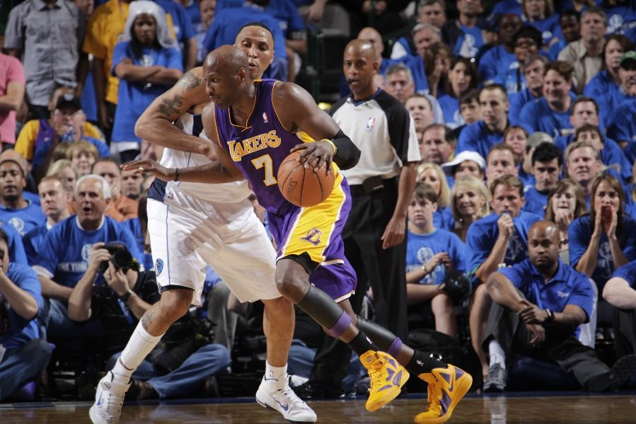 Lamar Odom wearing Nike Hyperfuse 2011; Shawn Marion wearing Nike Air Max Fly By