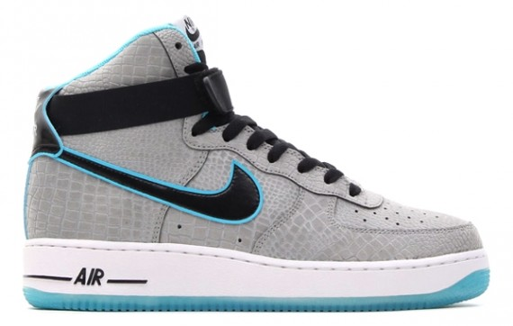 separation shoes fcb94 f6a15 Look for these soon at select Nike Sportswear accounts.