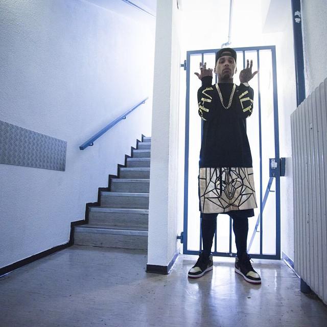 af559ac05ec france 13 99356 f439c; new zealand kid ink wearing air jordan 1 retro mid  black gold cc3d5 77d5e