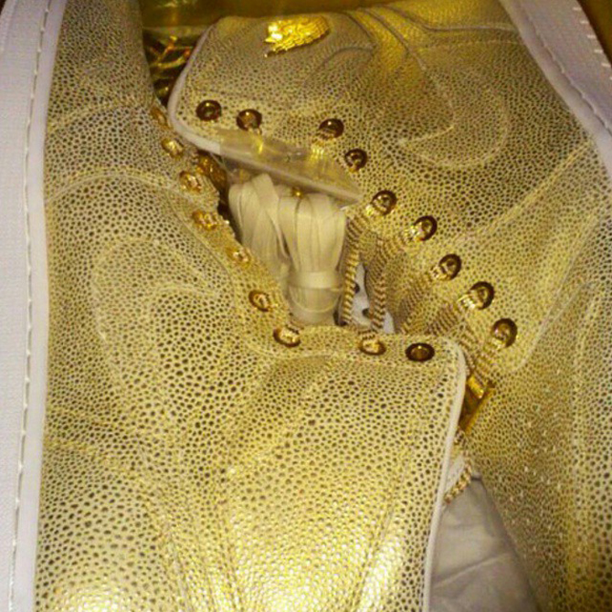 timeless design e34c5 e33cf Is There an All-Gold Air Jordan 1  Pinnacle  Releasing