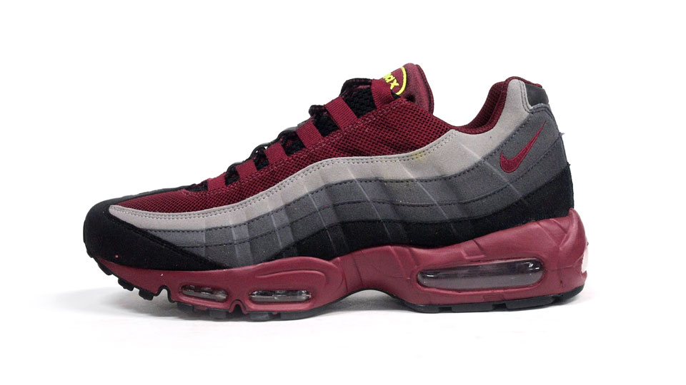 Nike Air Max 95 Ekiden Pack in Team Red for Waseda University