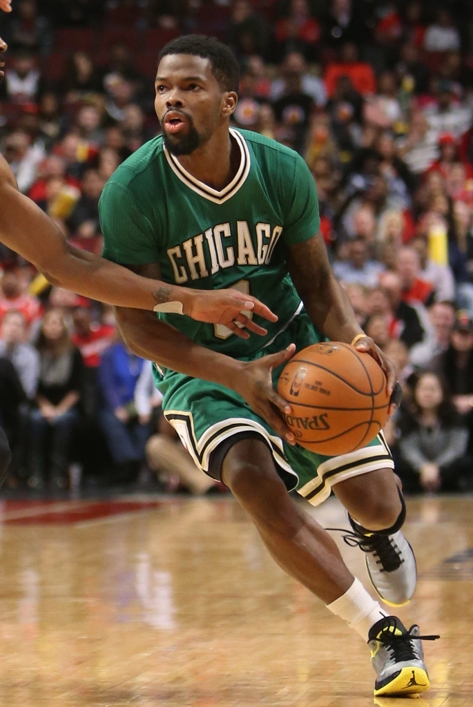 Aaron Brooks wearing Air Jordan XX9 29 Oregon Ducks PE (4)