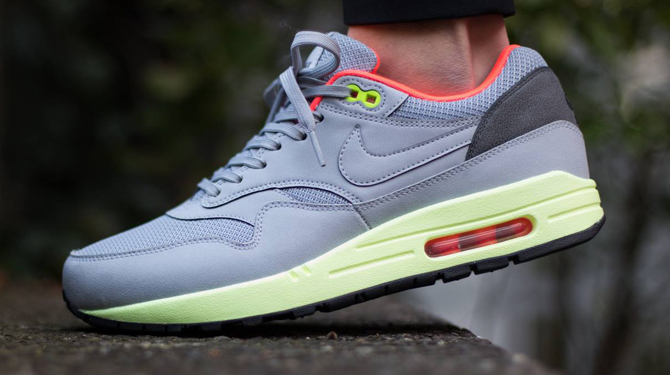 official photos f9547 5a476 Pure Platinum styling brought to the Air Max 1.