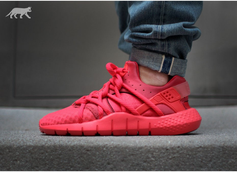 nike air huarache triple red mens