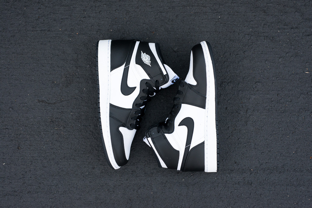 2f98850be7f80c Air Jordan 1 Retro High OG Black Black-White 555088-010