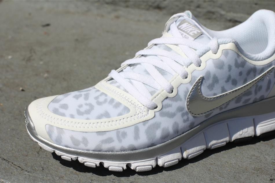 c789b349ebda Nike WMNS Free 5.0 V4 - Leopard - White Metallic SIlver