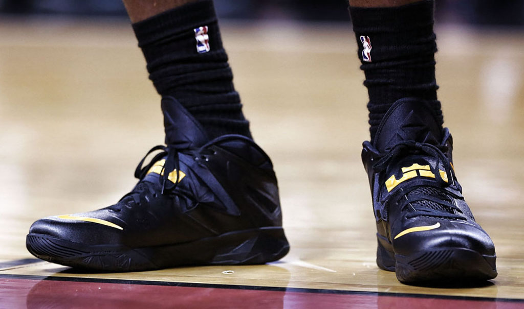 LeBron James wearing Nike Zoom Soldier VII 7 Black/Yellow