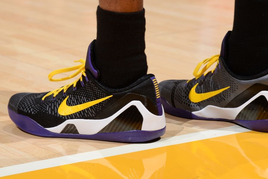 finest selection 2c34e 344ee Kobe Bryant wearing Nike Kobe IX 9 Elite Low Hollywood Nights PE (4)