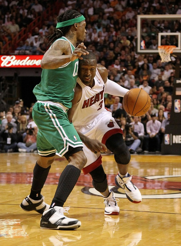 Dwyane Wade Wears Veterans Day Air Jordan 2010 PE