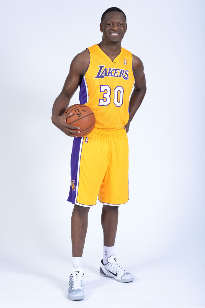 Julius Randle wearing Nike Kobe 9 Elite Low