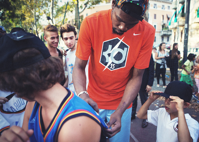 kevin durant visits milan fans on nike european tour