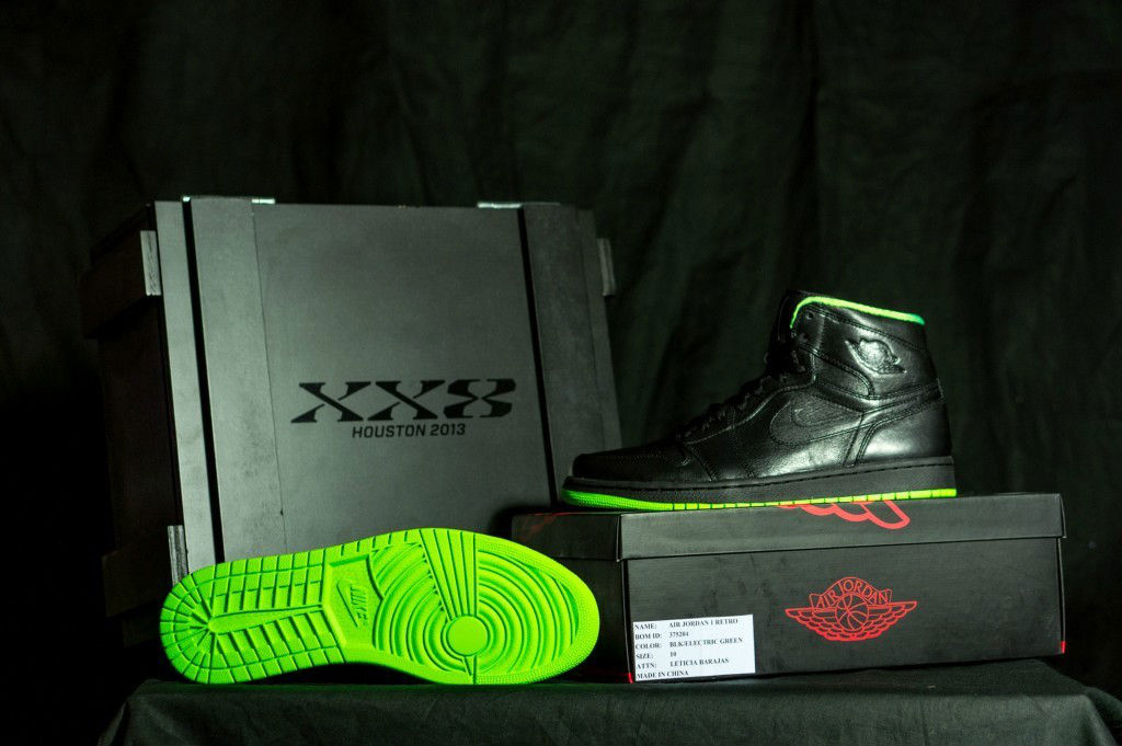 5adeda4aba35c4 Air Jordan Retro 1 - XX8 Days of Flight