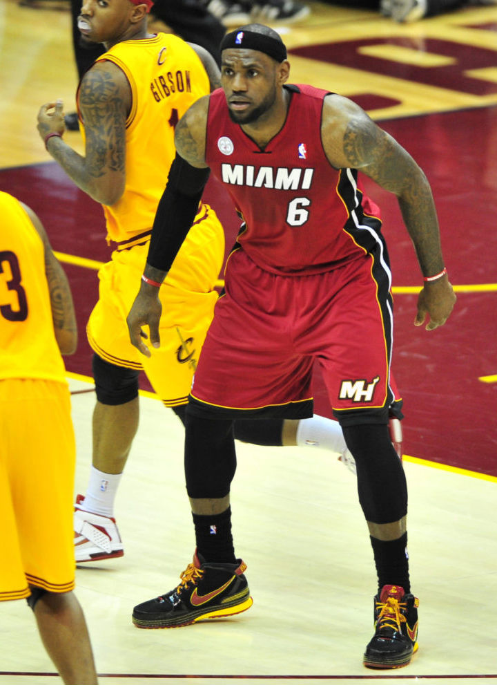 Daniel Gibson wearing Nike Zoom Soldier V; LeBron James wearing Nike Zoom LeBron VI Fairfax