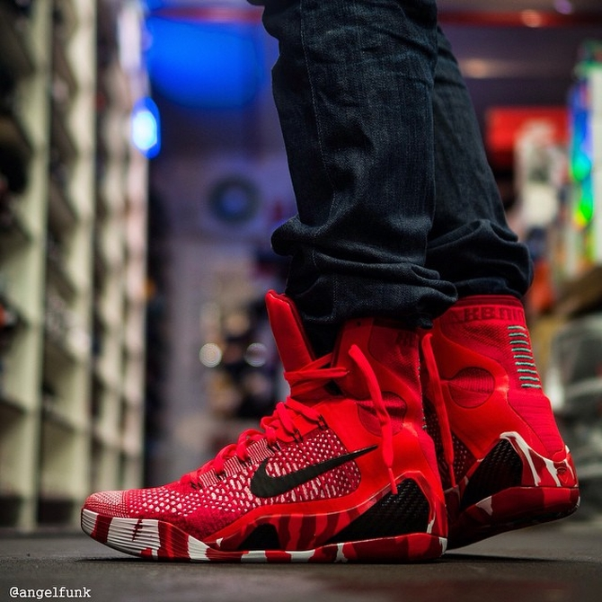 The Nike Kobe 9 Elite is getting festive this year with this Christmas  colorway. 9fb6fbfd21a0