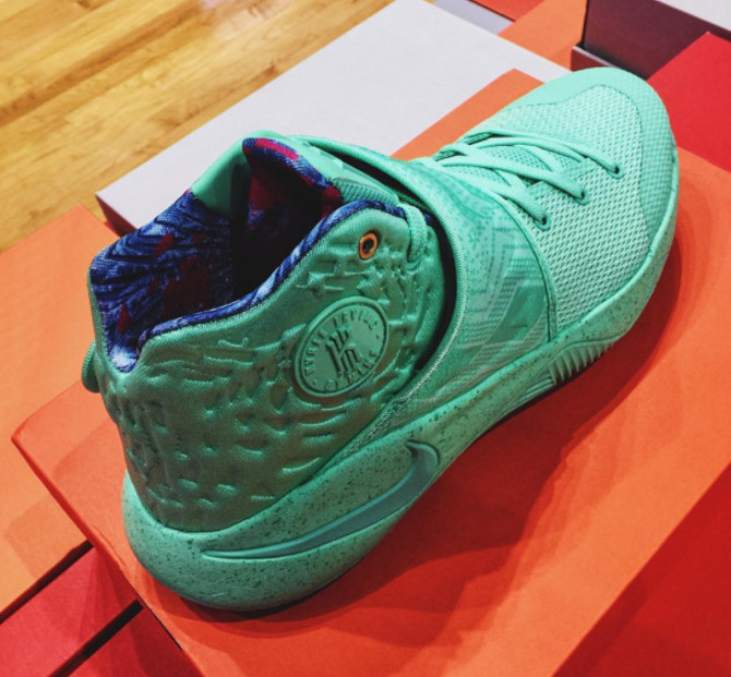What the Kyrie 2 Collar