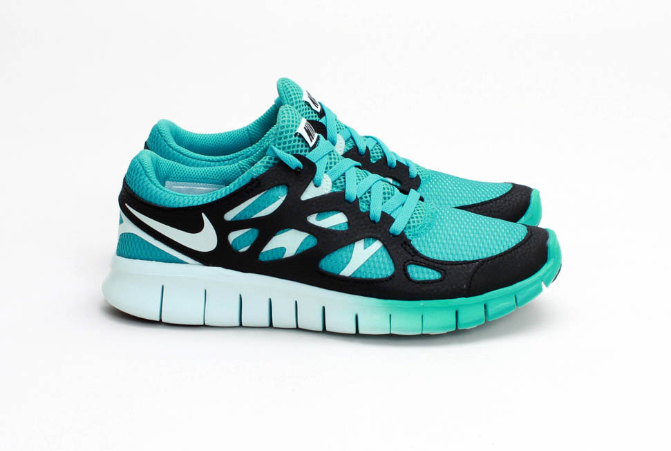 the latest 9a1ab 631fc Nike Sportswear unleashes another hot new colorway for the womens Free  Run+ 2 EXT.