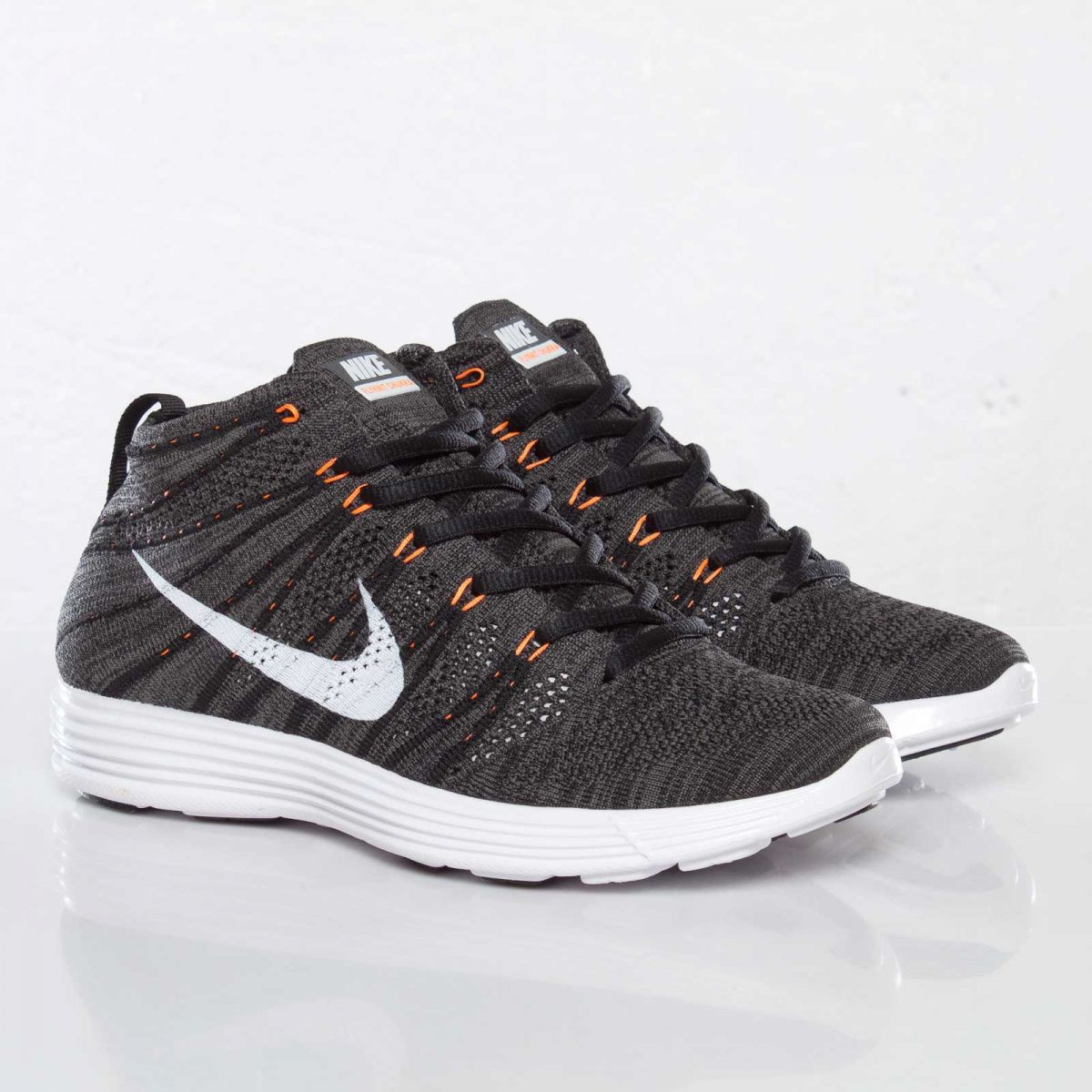 3a8d1ee066d782 A detailed look at the new Nike Lunar Flyknit Chukka in Midnight Fog   White    Total Orange