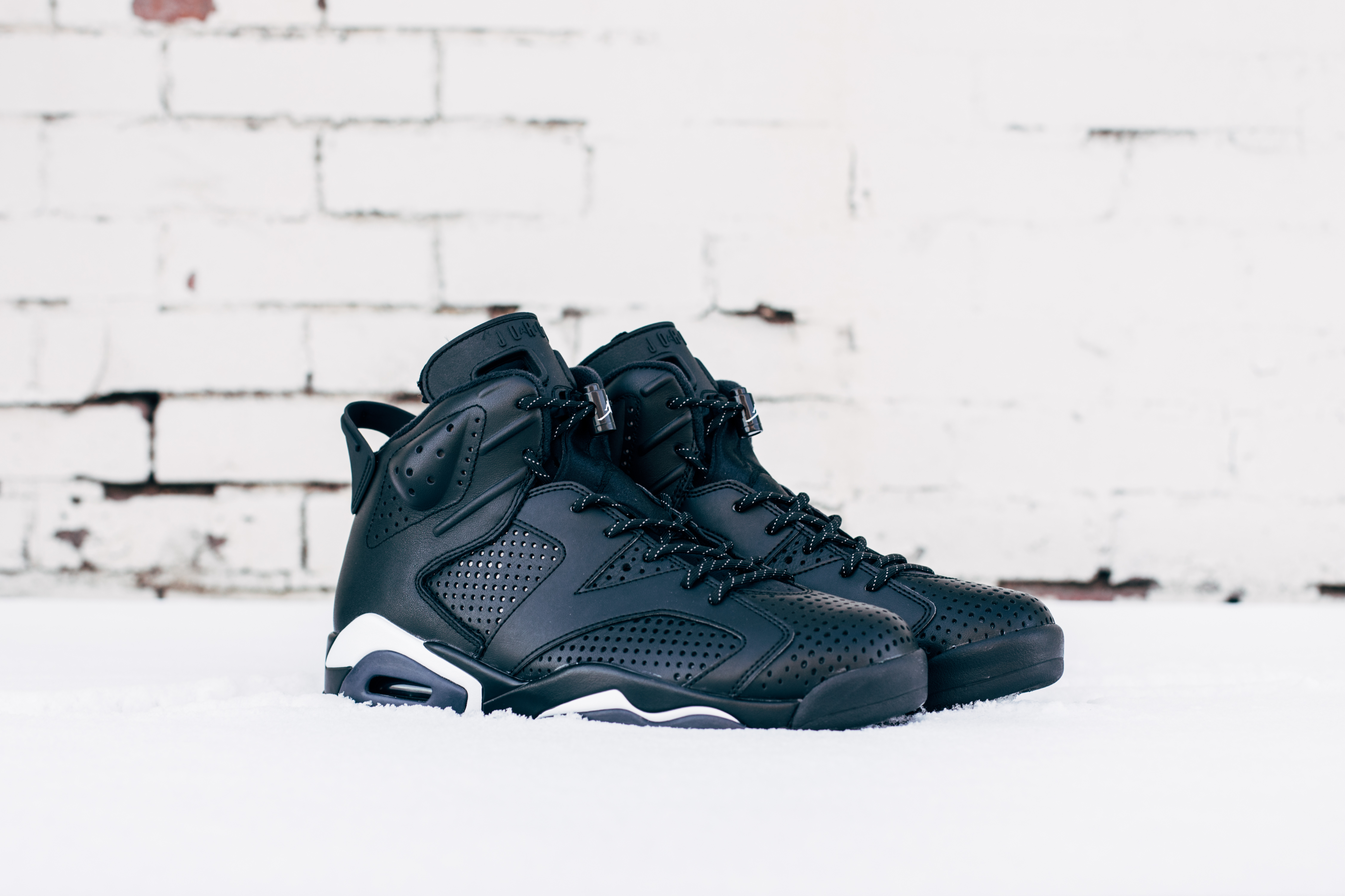 Air Jordan 6 Retro Black Cat Angle 384664 020