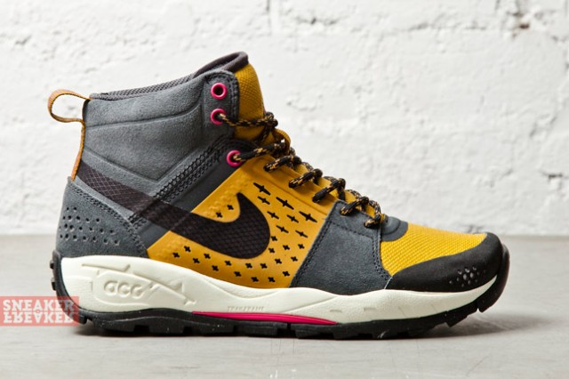 Nike ACG Air Alder Mid Gold Anthracite profile