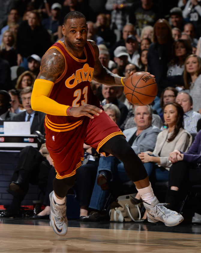 LeBron James Wearing a Grey Nike LeBron 13 Against the Spurs (2)