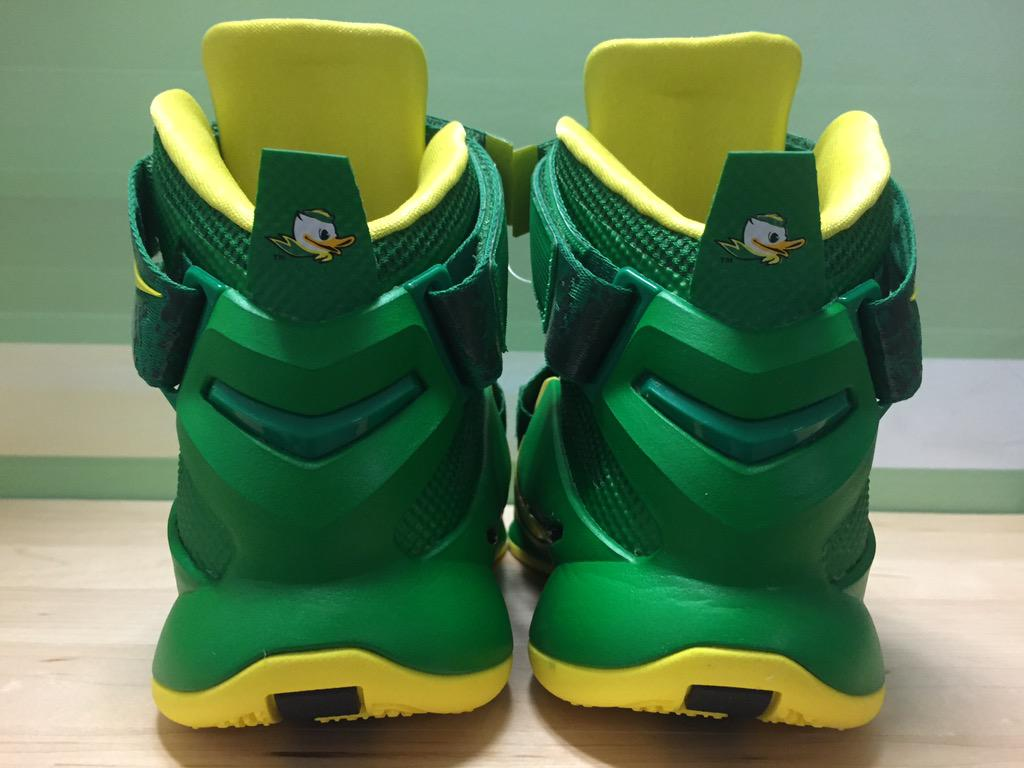 online store f1b46 f3b0a Buy Cheap Nike Lebron 12 Oregon Ducks PE