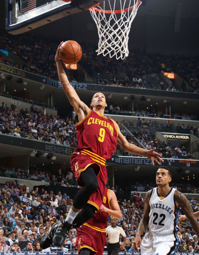 Jared Cunningham wearing the Black/Gold Nike Zoom LeBron 3 (2)