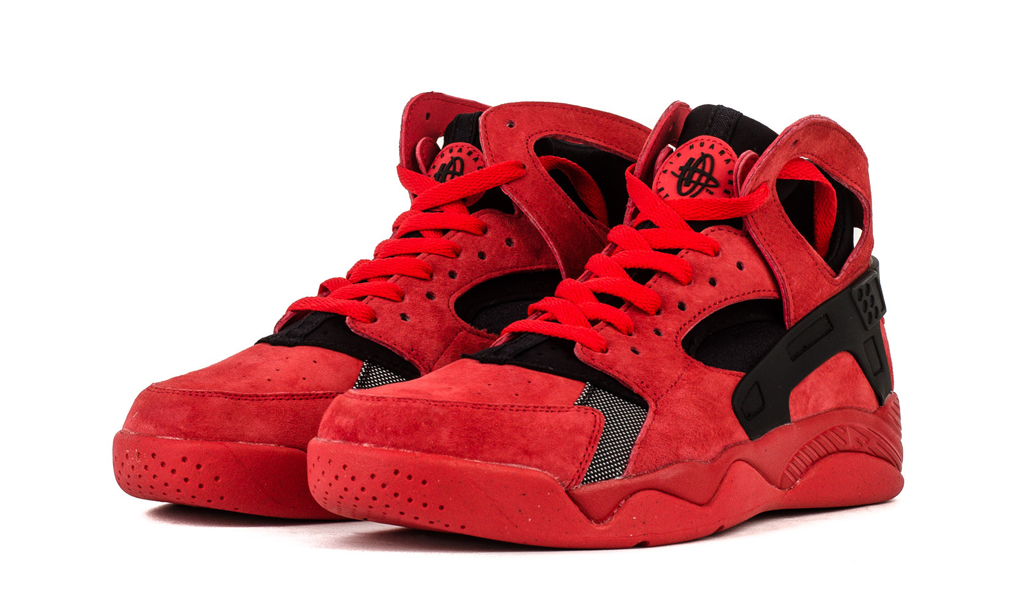 Love fills the air for the month of February with this all-new colorway of the Nike Air Flight Huarache.