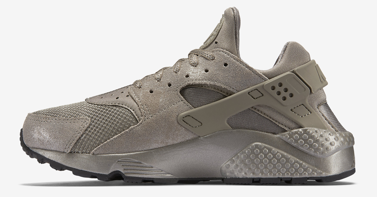 Nike Just Released More Metallic Huaraches
