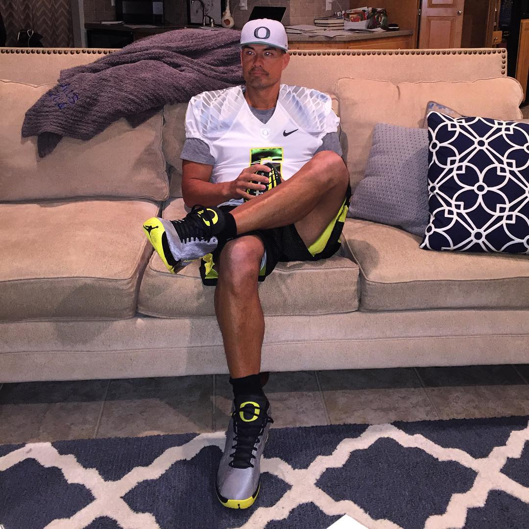 Jeremy Guthrie wearing the 'Oregon Ducks' Air Jordan XX9