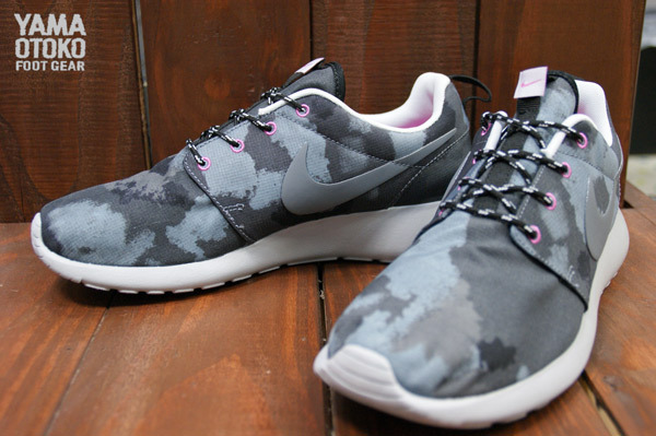 Nike WMNS Roshe Run Print BlackCool Grey Pink Club | Sole