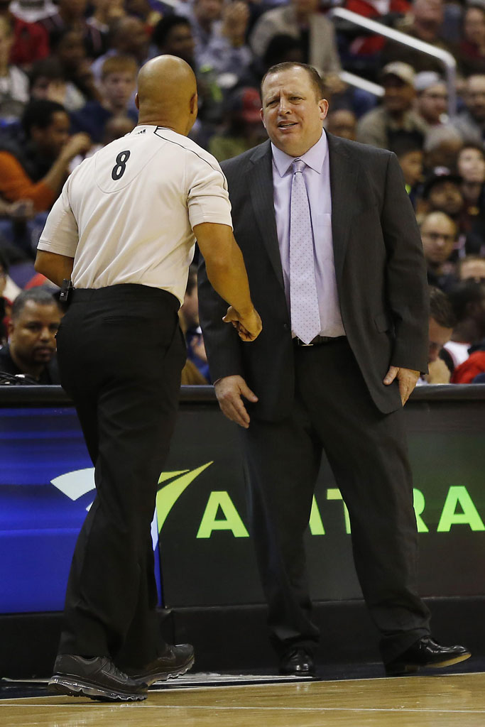 NBA Referee Marc Davis wearing Black Nike Air Max 2009 Sneakers