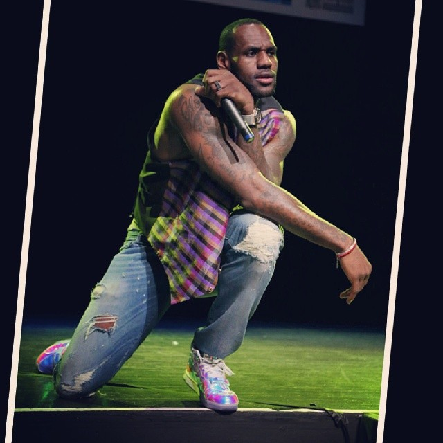 LeBron James Wears 'Silver Speed' Nike Air Trainer 1 (1)