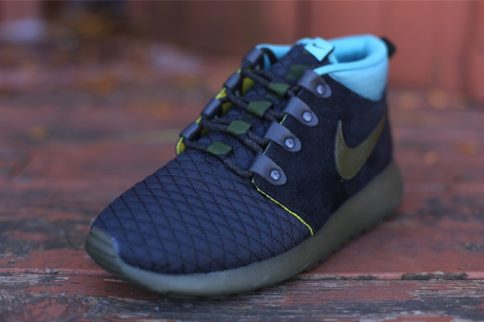 b99bd0744026 ... with accents in Dark Loden as well as Mineral Teal at the ankle and  Gold Sand peeking out from below. Pick up your pair now from select Nike  Sportswear ...