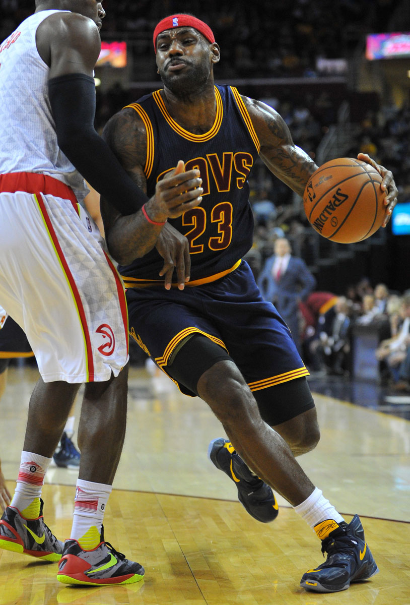 LeBron James wearing a Cavs Navy Nike LeBron 13 PE (2)
