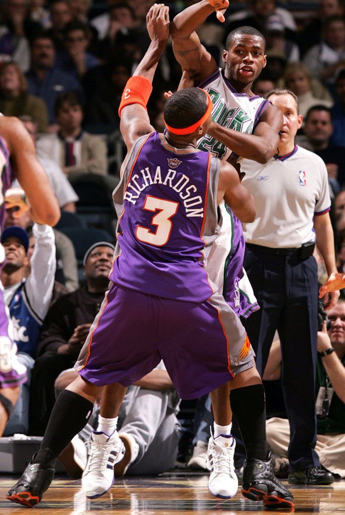 Quentin Richardson wearing Air Jordan XIII 13 Phoenix Suns Away PE