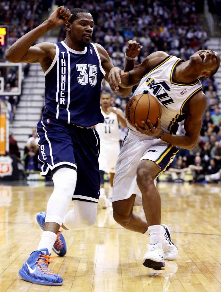 pretty nice c90b3 04ff6 NBA Sneaker Watch // Kevin Durant Wears New Nike KD V ...
