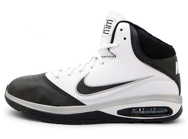 Manu Ginobili wearing Nike Air Max Closer IV